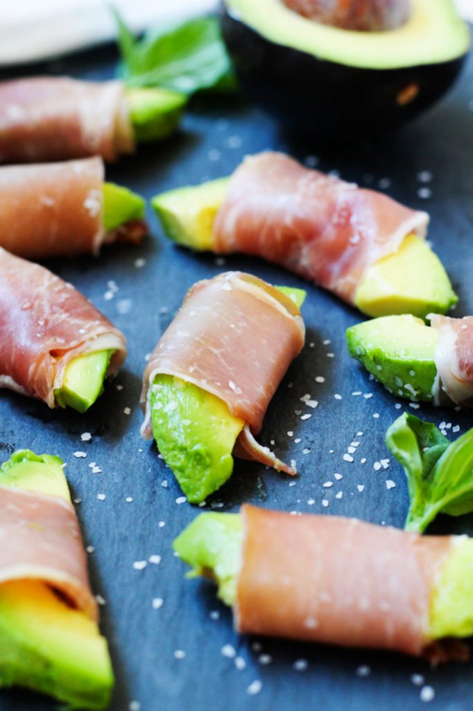 Prosciutto Wrapped Avocado Bites are the perfect party appetizer - It's easy to make, no-bake finger food and comes together in under 10 minutes! | platingsandpairings.com