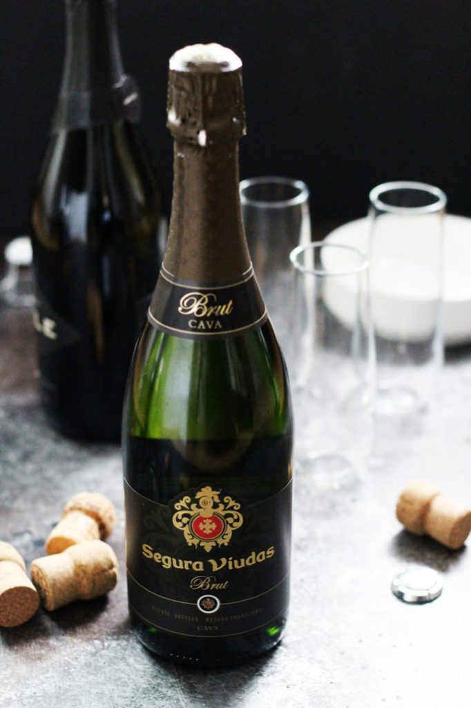 The BEST Budget-Friendly Sparkling Wines that are perfect for mimosas, bellinis or just sipping on their own! | platingsandpairings.com