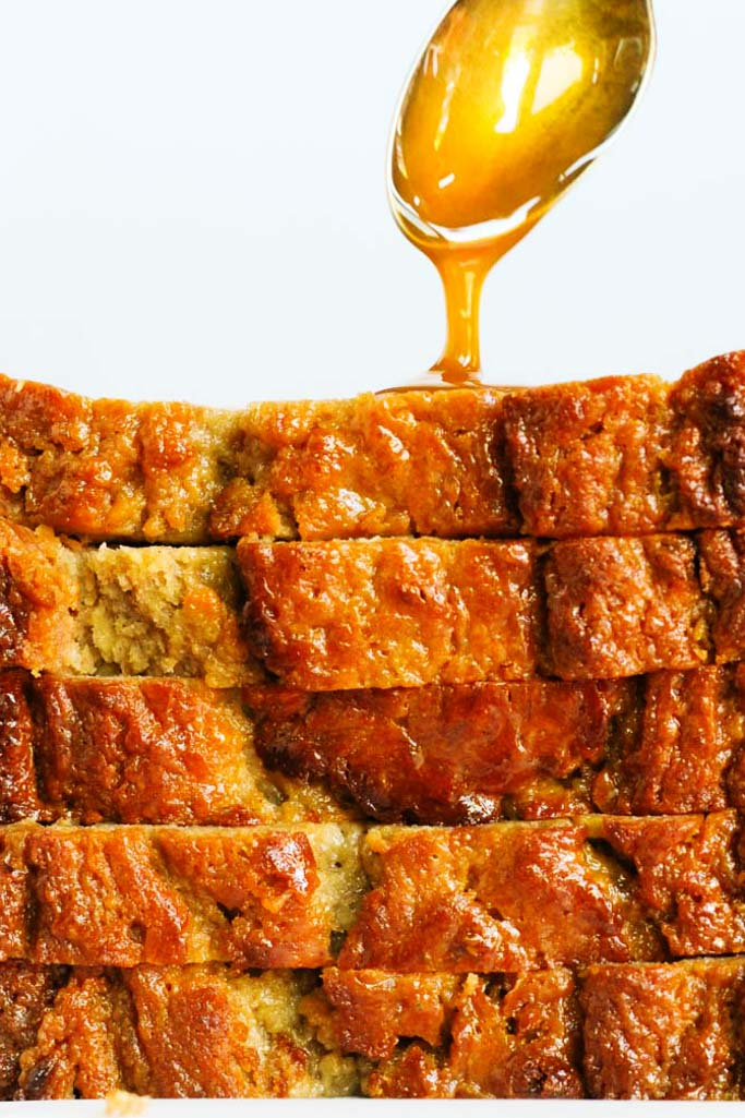 This Salted Caramel Banana Bread with Yogurt is flavorful, moist and not overly sweet - It's the perfect balance of flavors and easy to make at home! | platingsandpairings.com
