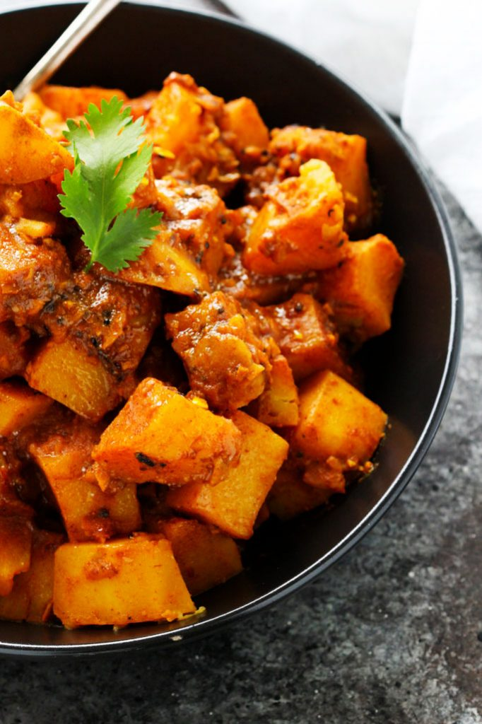 This Potato Vindaloo Curry recipe is a spicy Indian vegetarian dish that makes a quick and healthy lunch or dinner.   platingsandpairings.com
