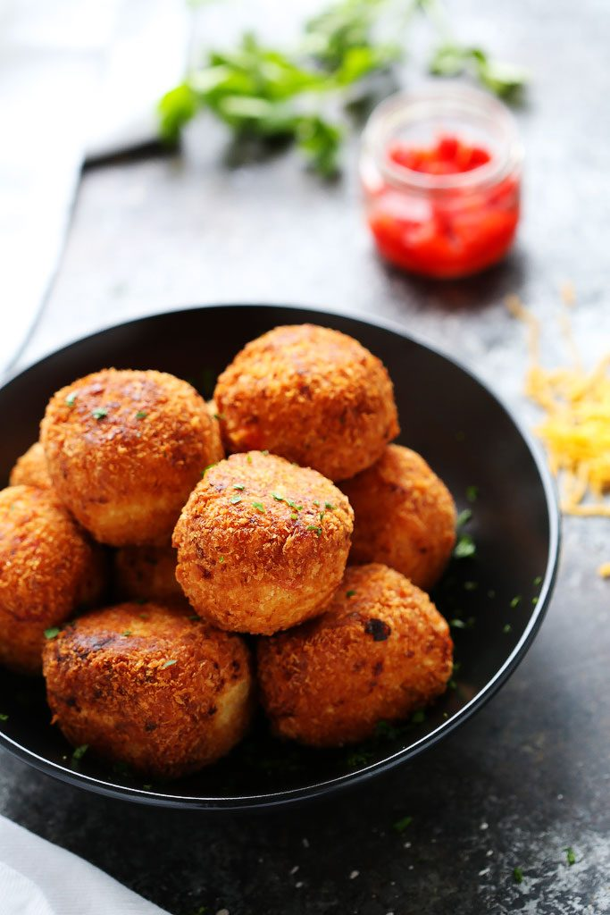 These Pimento Cheese Arancini make a great party appetizer. Creamy risotto & pimento cheese balls are fried until golden & delicious! | platingsandpairings.com