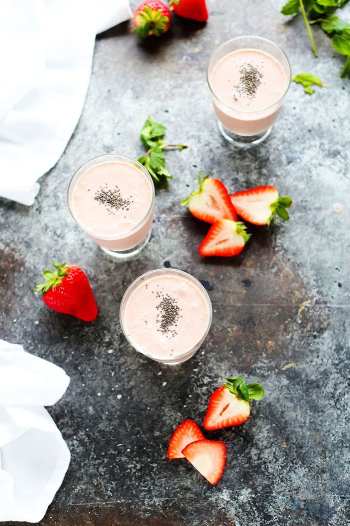 This Healthy Strawberry Shortcake Smoothie is the perfect way to start your day. Amazingly rich and creamy, yet vegan and dairy-free. | platingsandpairings.com