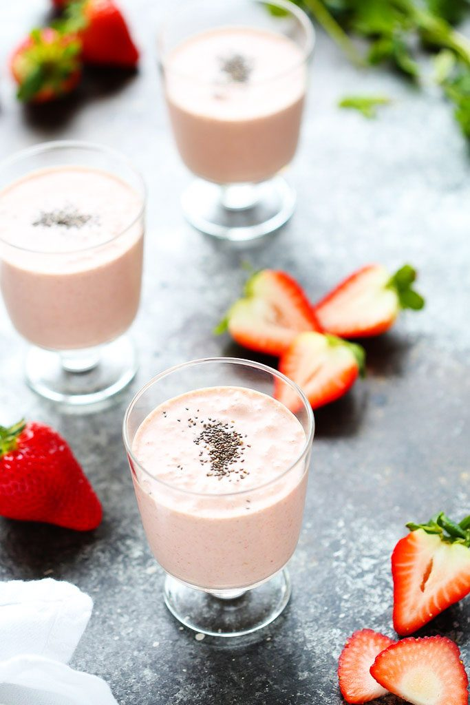 This Healthy Strawberry Shortcake Smoothie is the perfect way to start ...