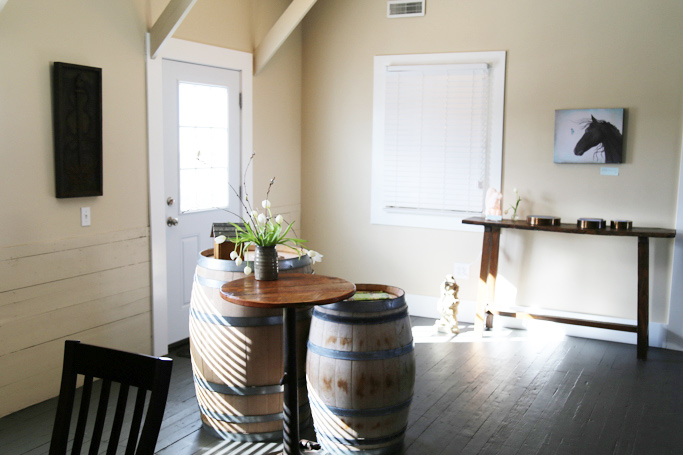 Tucked into Walla Walla's Airport region is Adamant Cellars - Pouring Bordeaux blends, cabernet franc, cabernet sauvignon and bubbles! | platingsandpairings.com