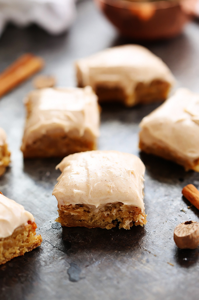 These Blondies with Cinnamon Cream Cheese Frosting taste like a cross between carrot cake and blondies – They're simply delicious! | platingsandpairings.com