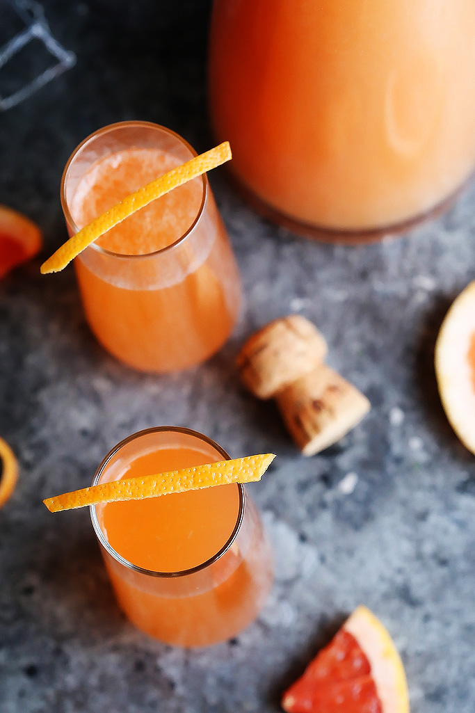 These Grapefruit Aperol Sparkling Cocktails are perfect for brunch or sipping on the patio. Prosecco, grapefruit and aperol combine in this bubbly cocktail. | platingsandpairings.com
