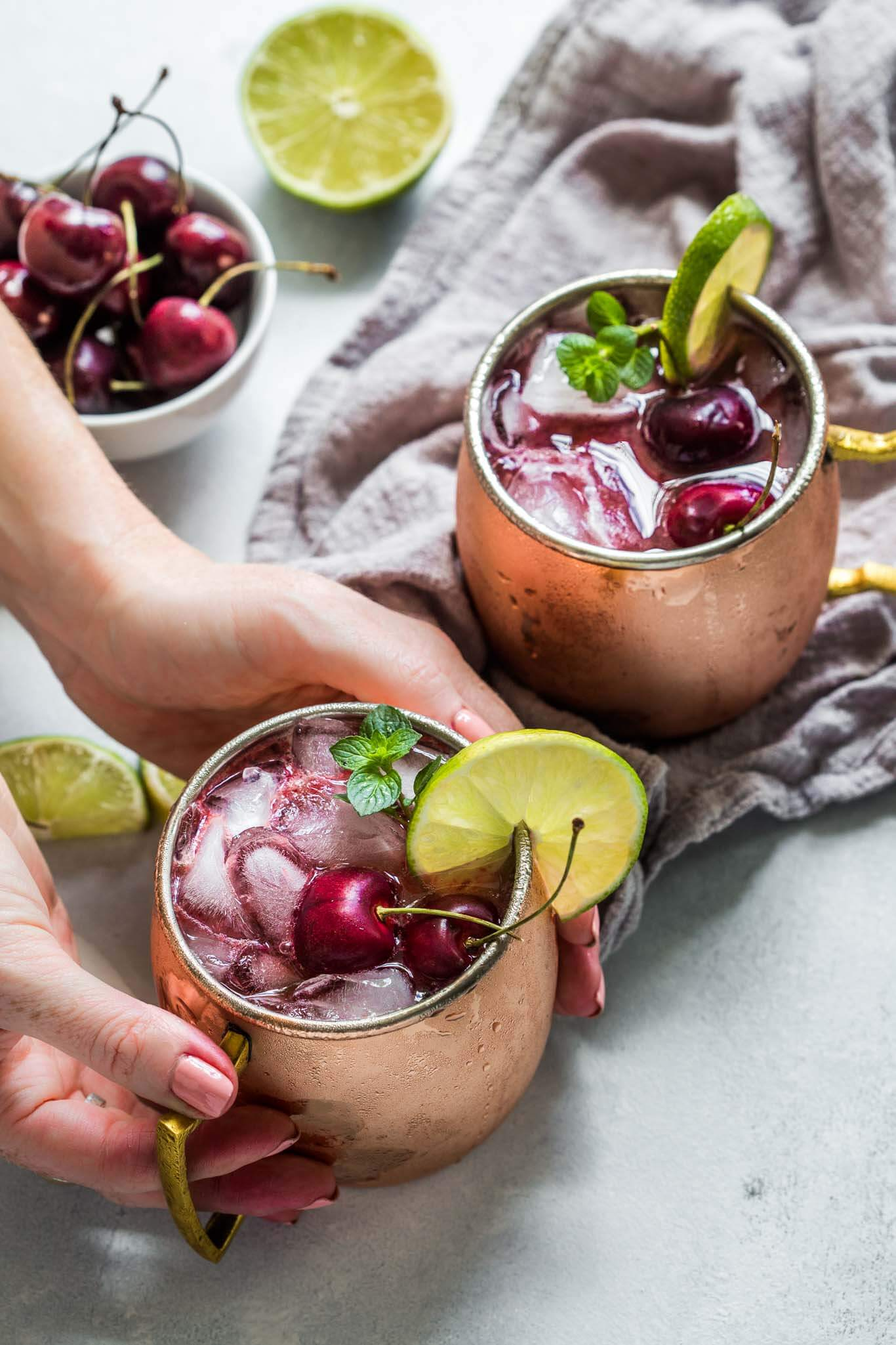 Hand holding moscow mule cocktail.