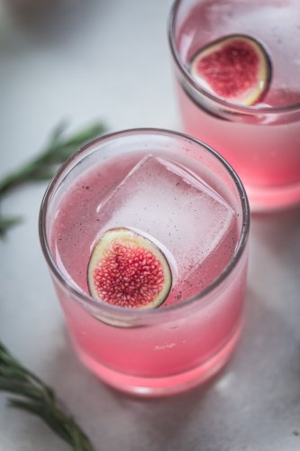 Side view of two fig cocktails.