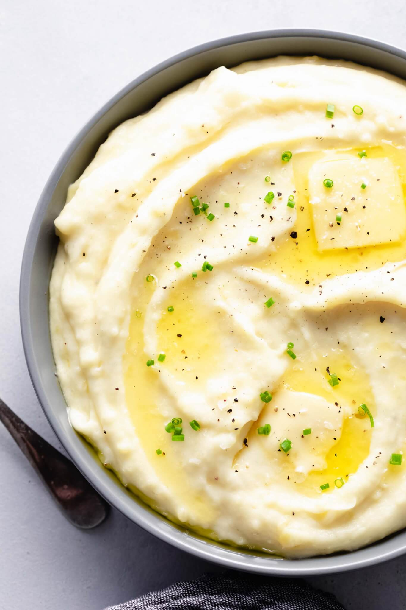Instant Pot Mashed Potatoes with Sour Cream are the most delicious mashed potatoes you will ever have. They're light, creamy, buttery & quick to make with the help of your pressure cooker.